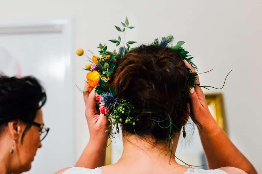 brisbane-city-wedding-flowers-by-julia-rose-bright-fiesta-edison-light-bulb-hanging-florals-01