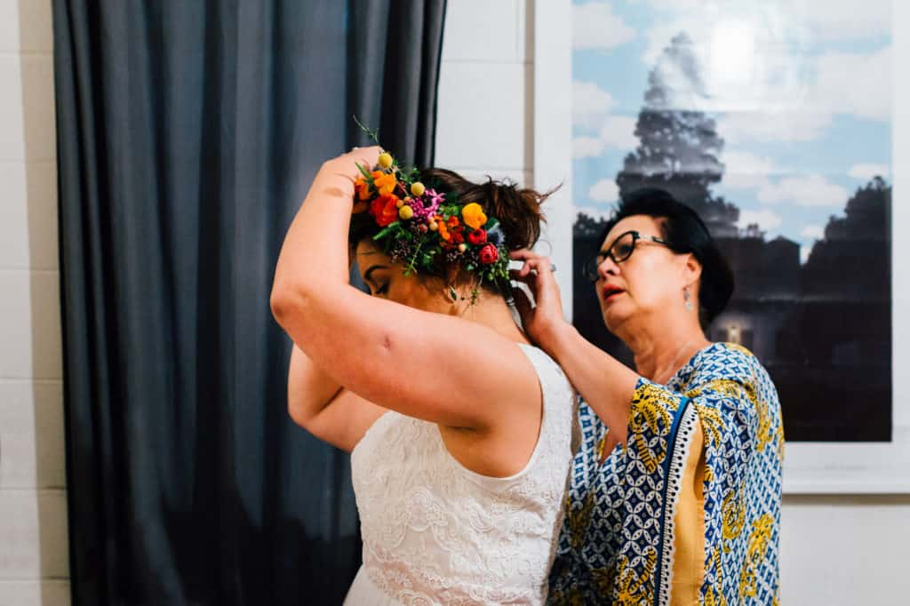 brisbane-city-wedding-flowers-by-julia-rose-bright-fiesta-edison-light-bulb-hanging-florals-02