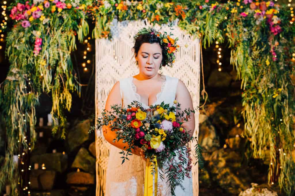 brisbane-city-wedding-flowers-by-julia-rose-bright-fiesta-edison-light-bulb-hanging-florals-16